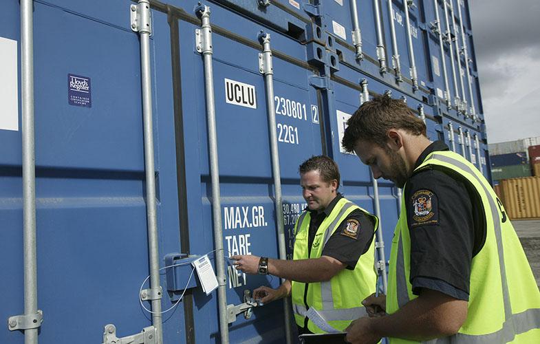 вскрытие контейнера на таможне фото